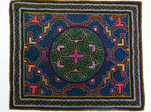 シピボ族の刺しゅう布